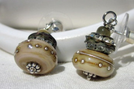 Creamy Latte Lampwork earrings, copyright Honey from the Bee
