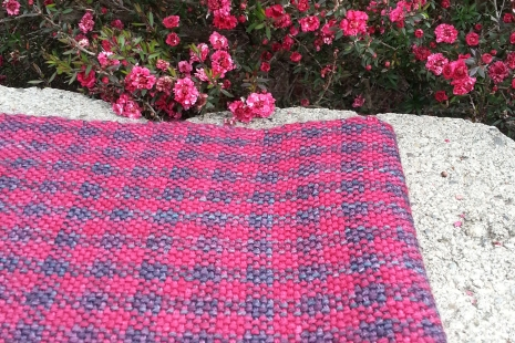 Plaid woven scarf in deep blue red merino