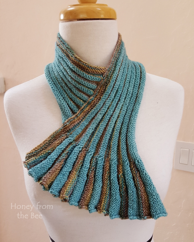 teal_and_sand_pleated_cowl.jpg